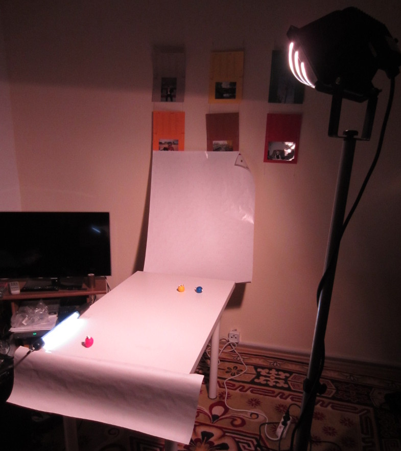 The stage (a tabled covered with paper) is quite long for we wanted to achieve an intense depth-of-effect.